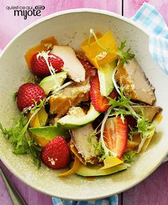 Enjoy this colourful fresh Grilled Chicken Salad with Avocado and Strawberries recipe. The KRAFT Italian Zesty Lime Dressing provides the perfect flavour complement to the avocado and strawberries. Grilled Chicken Salad, Avocado Chicken Salad, Avocado Salad, Salad Recipes, Diet Recipes, Green Lettuce, Cooking Instructions, Boneless Skinless Chicken, Vegetable Sides