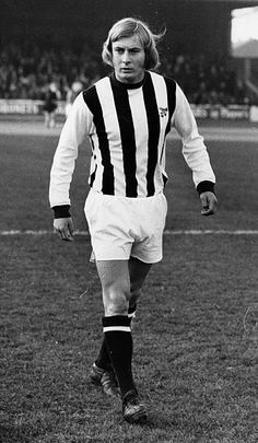 Asa Hartford, of West Bromwich Albion, on the football pitch West Bromwich Albion Fc, British Football, Football Pitch, The Past, Kicks, Soccer, Clock, Retro, Football Soccer