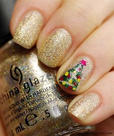 Christmas tree by Yasinisi from Nail Art Gallery