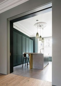Step is a minimal home located in London, United Kingdom, designed by Bureau de Change Architects. Instead of the more expected glass structure, this innovative addition reimagines the conventional. Mt Design, House Design, Design Ideas, Design Blog, Interior Design Kitchen, Interior And Exterior, Minimalism Living, Glass Structure, Concrete Kitchen