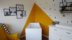 Babykamer okergeel Baby Bedroom, Nursery Room, Kids Bedroom, Yellow Kids Rooms, Dispositions Chambre, Ideas Habitaciones, Mustard Yellow Walls, Room Wall Painting, Kids Room Design