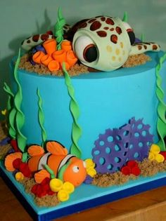 How cute is this finding nemo cake? ;)