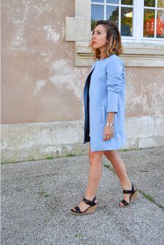 #blue #pastel #vestelongue #karlmarcjohn #neoprene #robedentelle #fashioninspiration #fashion #outfit #look  http://topknotandteacups.com/robe-dentelle-noire-veste-neoprene-bleu/