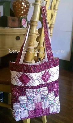 Upcycled Tote bag made from a pillow sham ♡ Quilted Tote Bags, Diy Tote Bag, Patchwork Bags, Fabric Bags, Fabric Handbags, Handmade Bags, Bag Making, Purses And Bags, Creations