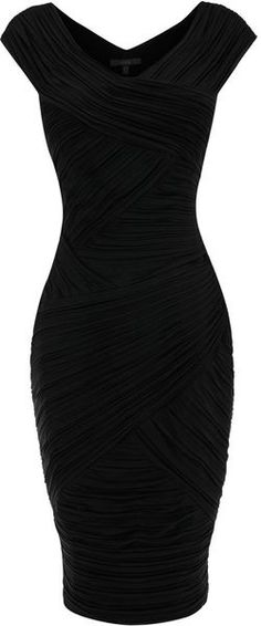I absolutely LOVE this dress. Stylish / Elegante vestido Negro