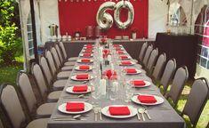 Szaro-czerwone nakrycie stołu | Dekoracja stołu na 60 urodziny | 60 lecie mężczyzny | Przyjęcie w ogrodzie z okazji 60 urodzin | Męska 60 Table Settings, Table Decorations, Furniture, Home Decor, Decoration Home, Table Top Decorations, Place Settings, Home Furnishings, Interior Design