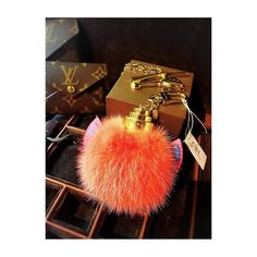 "CBL Bags with Stories on Instagram: ""💖💖💖 STUNNING GIFTS 💖💖💖 . . ⚡️LOUIS VUITTON Fox Fur & Leather Fluffy Bag Charm ⚡️ Disponible en nuestra tienda CBL Bags. // Available in our…"" Fox Fur, Louis Vuitton, Charmed, Leather, Gifts, Bags, Instagram, Totes, Handbags"
