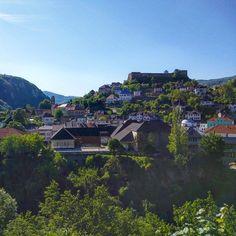 A estrada que liga as cidades de Zagreb, na Croácia, até Sarajevo, na Bósnia e Herzegovina, pela via alternativa é daqueles caminhos que você não esquece nunca mais. Natureza, arquitetura e história num pacote indescritível.