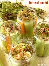 The colors of the dish: zucchini pickles Home Canning, Canning Jars, Canning Recipes, Zucchini Pickles, Pickled Zucchini, Canning Food Preservation, Canning Pickles, Best Probiotic, Cucumber Recipes