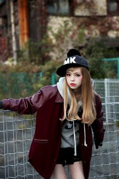 http://24.media.tumblr.com/90e356055e6cdd8b7f46789b59f54081/tumblr_mgfezfbQXT1rd40elo1_500.jpg Tokyo Fashion, Japanese Street Fashion, Harajuku Fashion, Harajuku Girls, Japanese Streets, Korean Fashion, Grunge Fashion, Airport Fashion, Tomboy Aesthetic