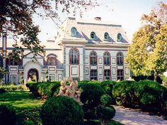 constructed for the then bachelor Oliver Belmont in 1894, the total costs of building the mansion came up to $3.2 million, which is around $65,000,000 million today. 1895 Alva Vanderbilt divorced her husband and bought this estate (A Newport Road Island Maison)