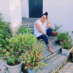 #psootd  Luego de la tormenta, sale el sol. Así hoy mi día en Puebla. ¡La pasé bien padre aunque haya sido viaje relámpago! ✨ Amenazo con regresar para conocer a todas mis Curvilíneas poblanas  Gracias, @lic.sandycisneros por tu hospitalidad y la invitación  Al rato les pongo en historias el link de la entrevista de anoche para que la chequen  ✨ Blusa de #Soy by @liverpool_mexico ✨ Jeans de @morethanangels_curvy (mis súper favoritos, los amo por lindos y cómodos ) también de venta en…