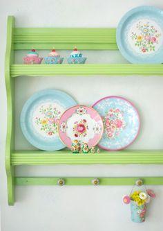 really need a shelf like this--LOVE!!