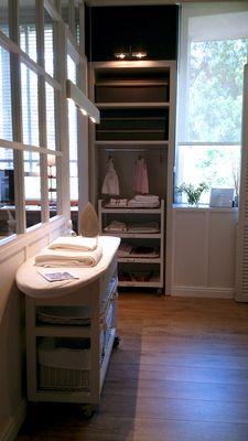 Despacho cuarto de plancha y costura almacen ropa for Mueble planchador ikea