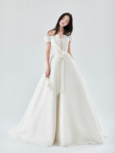 Simple Wedding Gowns, Evening Dresses For Weddings, Classic Wedding Dress, Princess Wedding Dresses, Dream Wedding Dresses, Bridal Outfits, Bridal Dresses, Best Summer Dresses, Party Dresses