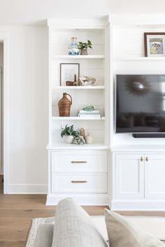 Home Remodel Contractors Eastside Costa Mesa Pure Salt Interiors Built In Shelves Living Room, Living Room Wall Units, Living Room Storage, Built In Bookcase, Tv Wall Shelves, Dining Table In Living Room, Living Room White, Home Living Room, Living Room Furniture