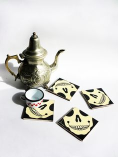 Set of 4 glass-coasters with the SKULL design. The underside is coated with a velvet sheet. This is a ceramic hand silkscreened product.    Our art and crafts tiles from l'Empordà (north-eastern...