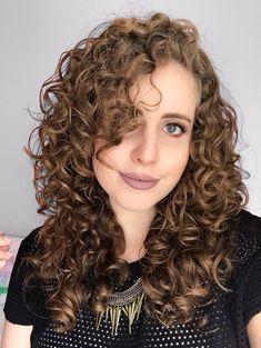 Cortes com franja para cabelo cacheado e ondulado - Beleza MistaBeleza Mista Hair Lights, Light Hair, Layered Curly Hair, Wavy Hair, New Hair, Curled Hairstyles, Diy Hairstyles, Pretty Hairstyles, Hair Inspo