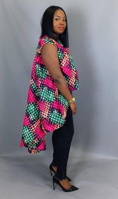 En vrac confortable coton blanc et turquoise africaine imprimé dessus, haut très Chic, haut de chemises basse dessus, Baggy lâche dessus, baggy femme ✥ DESIGN ✥ Ce cool ample top est particulièrement flatteur à n'importe quelle taille, un look parfait avec vos jeans préférés ou un African Blouses, African Tops, African Women, African Dress, Latest African Fashion Dresses, African Print Fashion, Plus Size Womens Clothing, Plus Size Fashion, Yellow Pencil Skirt Outfit