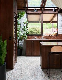 Casa Warrandyte (The Design Files) Mid Century Modern Design, Modern House Design, Modern Interior Design, Modern Decor, Mid-century Modern, Modern Furniture, Furniture Design, Mid Century Modern Home, Modern Condo