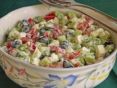 Gurken – Oliven – Salat mit Schafkäse Cucumbers – Olives – Salad with sheep's cheese Chef Salad Recipes, Healthy Salad Recipes, Healthy Snacks, Vegetarian Recipes, Cucumber Recipes, Olive Salad, Greek Recipes, Feta, Easy Meals