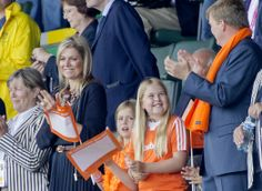 16 JUNE 2014 Dutch Royal Family at hockey match Yesterday:Queen Maxima, King Willem-Alexander and their daughter attended the men's tournament between Australia and the Netherlands of the Field Hockey World Cup in The Hague. Men's Hockey, Field Hockey, Hollywood Fashion, Royal Fashion, Royal Dutch, Dutch Princess, Hockey World Cup, Dutch Royalty, Queen Maxima