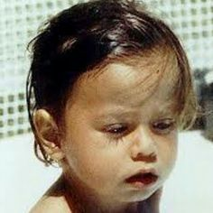 Guess who's this cute little boy! Childhood Photos, Cute Little Boys, Enrique Iglesias, Celebs, Celebrities, Singles Day, My Idol, Hero, Music