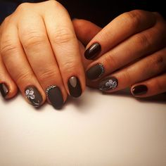 Dark nails, Drawings on nails, Evening nails, flower nail art, Nails trends - nail designs Black Manicure, Black Nail Polish, Gel Nail Polish, Nail Art Design Gallery, Best Nail Art Designs, Nail Drawing, Dark Drawings, Trending Art, Stone Pictures
