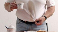Kaffeeflecken: Hausmittel wie Backpulver können sie entfernen (Quelle: imago/Paul von Stroheim)