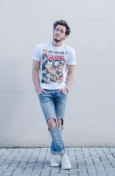 blog: www.rodrigoperek.com / Instagram: @rodrigoperek - jeans destroyed, outfit, x-men t-shirt.