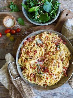 One pot wonder - lettvint gryterett - Mat På Bordet One Pot Wonders, Pasta Carbonara, Bastilla, Recipe Boards, Spaghetti, Tex Mex, Bacon, Food And Drink, Ethnic Recipes