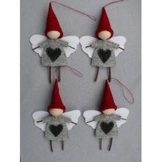 Colgantitos para decorar en navidad. http://www.tienda-online.decoracionydetalle.com/33-46-thickbox/adornos-navidad-anglo-nogmo.jpg