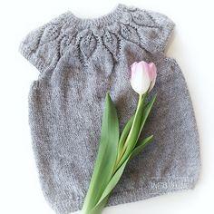 Anitas kreative side: Lille Dahlia - Kjærlighet på pinner ❤️ Dahlia, Winter Hats, Barn, Creative, Converted Barn, Dahlias, Barns, Shed, Sheds
