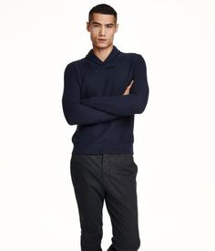 Fine-knit, textured sweater in soft cotton with a shawl collar. Ribbed cuffs and hem.