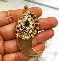 Antique Jewelry, Beaded Jewelry, Jewellery, Birthday Wishes Flowers, Locket Design, Stone Work, Jdm, Gold Pendants, Brooch