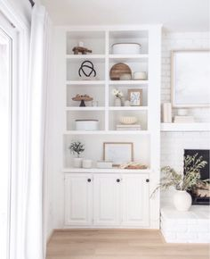 Bookshelves Around Fireplace, Built In Around Fireplace, Fireplace Built Ins, Styling Bookshelves, White Bookshelves, Decorating Bookshelves, Bookcases, Coffee Table Design, Coffee Tables