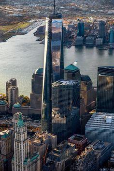YannArthusBertrand2.org - Fond d écran gratuit à télécharger || Download free wallpaper - Le One World Trade Center dans le Financial District, Manhattan, New York, Etats-Unis (40°43' N - 74°01' O).