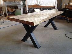 Sloophouten tafelblad in epoxy met zwartstalen onderstel