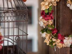 Flores en Tocados, Coronas….. y Bodas Sarabia Floral Tocados de Novia hechos con Flores y Decoración Floral es el resultado de mi pasión por crear y diseñar elementos de decoración floral que completan momentos especiales para las Personas Hay muchos días iguales durante el año, muchos de Lunes a Viernes, cientos de