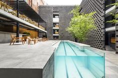 One of the latest hidden gems of the hospitality of Mexico City is the new design-oriented Carlota boutique hotel, which was spearheaded by the prestigious Mexico City-based firm JSa Arquitectura, opened in the lively Colonia Juarez neighborhood.