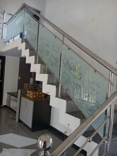 40 Perfect Staircase Railing Designs and Ideas Staircase Glass Design, Balcony Glass Design, Steel Railing Design, Window Glass Design, Steel Stair Railing, Home Stairs Design, Balcony Railing Design, Staircase Handrail, Steel Stairs