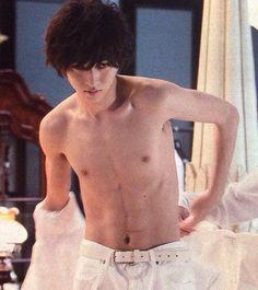 "[Trailer, Ep.1] from 00:35 https://www.youtube.com/watch?v=zxN6qxn8Vzw     Kento Yamazaki, Masataka Kubota, Mio Yuki, Hinako Sano. New showdown (Light vs L vs N) and new ending, J drama series ""Death Note"", starts on Jul. 5."