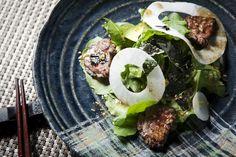 한우++ 야끼니꾸 샐러드  Grilled Beef Salad with Sesame Soy Dressing - 부드럽고 담백하게 구워낸 소고기와 각종 채소에 입맛 살려주는 야끼니꾸식 소스로 맛을 더한 샐러드