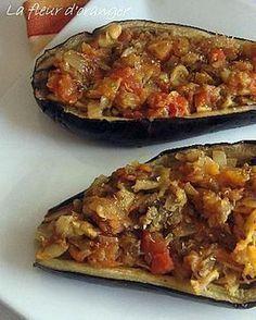 La meilleure recette d'Aubergines à la turque! L'essayer, c'est l'adopter! 4.3/5 (8 votes), 12 Commentaires. Ingrédients: 2 aubergines, 2 oignons moyens, 4 tomates, 1 gousse d'ail, 2 feuilles de laurier, 1 càc d'origan, 1 càc de sucre, huile d'olive, sel et poivre Sunday Dinner Recipes, Best Dinner Recipes, Veggie Recipes, Vegetarian Recipes, Healthy Recipes, Shrimp Recipes, Healthy Cooking, Cooking Recipes, Turkish Recipes