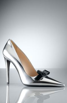 These pumps leave me speechless! Women's Shoes, Zapatos Shoes, Hot Shoes, Me Too Shoes, Shoe Boots, Prada Shoes, Shiny Shoes, Metallic Shoes, Valentino Shoes