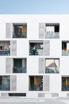 Fasad till ett sentorboende i  Barcelona, GRND82