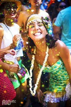 Pra se jogar na purpurina, confete e fantasia no Carnaval.