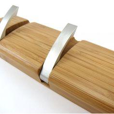 Perchero de pared de bambú con ganchos metálicos