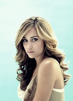 I want my hair done like this for our pics next weekend....