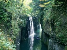 JAL - 絶景コレクション:宮崎県 秋の高千穂峡(JAL旅プラスなび)